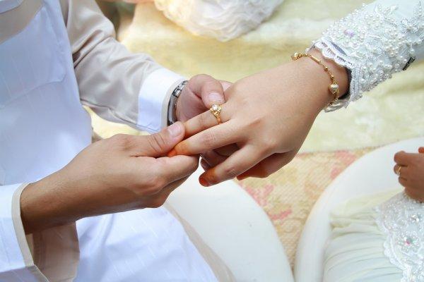 Menikah : Kepentingan Agama Atau Hati ?